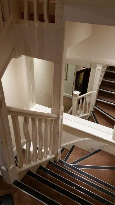 Steile Und Enge Treppe Zu Den Zimmern King Solomon Palace Hotel