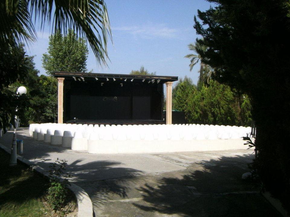 Show-Theater Cesars Resort Side