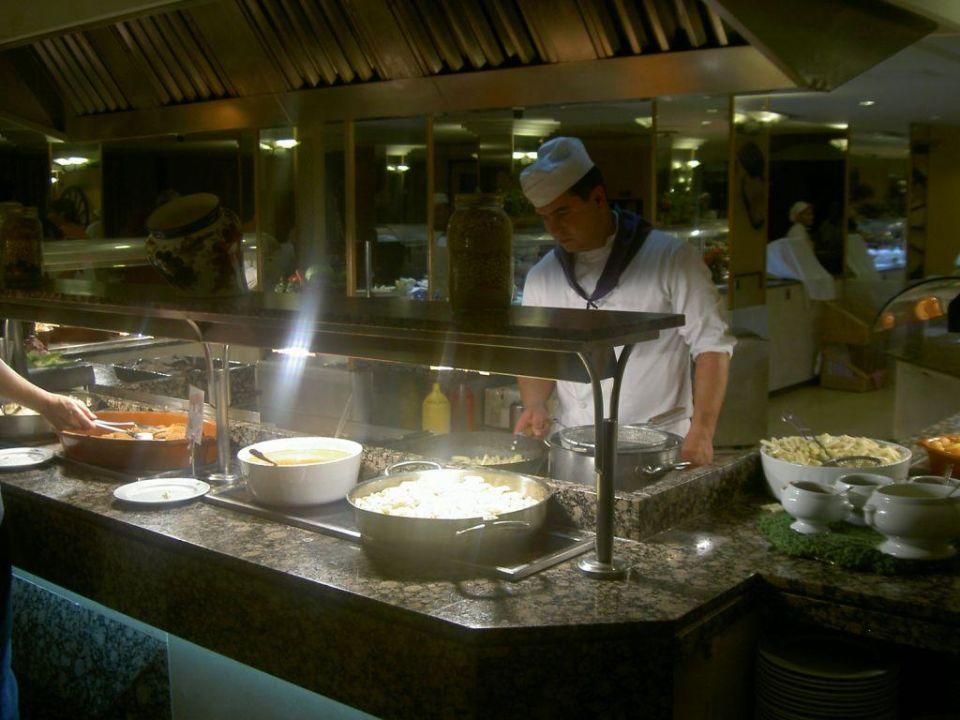 Am Buffet der Koch in action Hotel Java