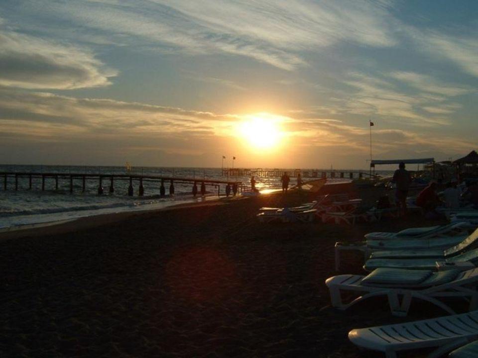 Sonnenuntergang über Kemer Maritim Pine Beach Belek