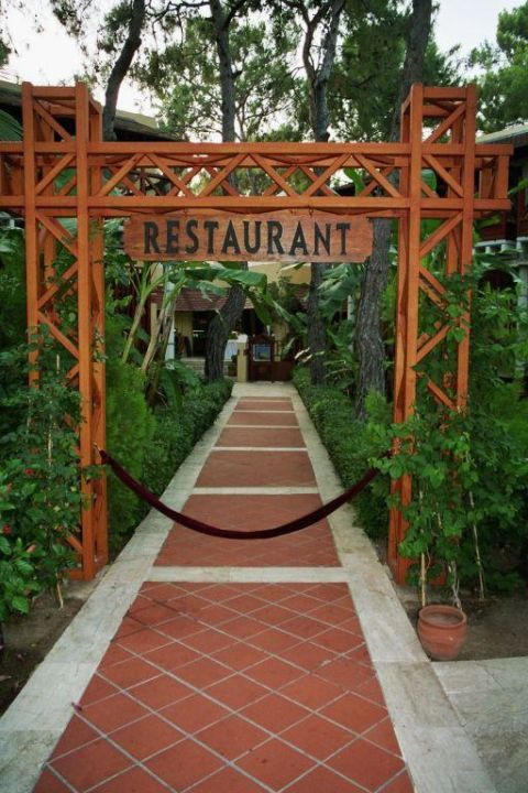 Eingang zum Hauptrestaurant ROBINSON CLUB CAMYUVA - Adults only