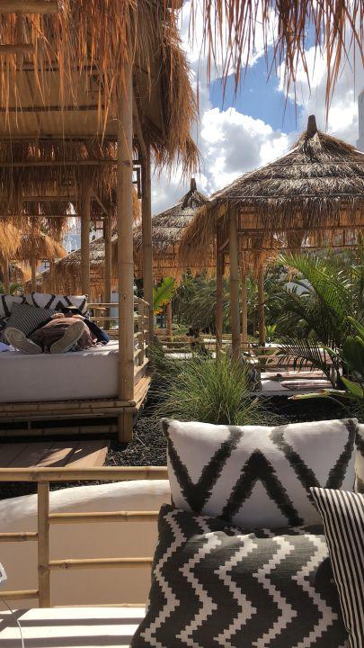 Balinesische betten hotel jardin tropical costa adeje for Balinesische betten
