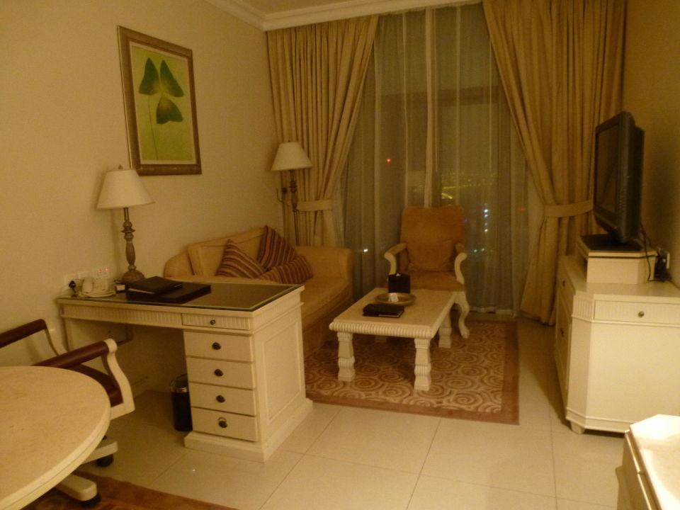 Schreibtisch Im Wohnzimmer | Wohnzimmer Mit Schreibtisch Mercure Hotel Apartments Dubai Barsha