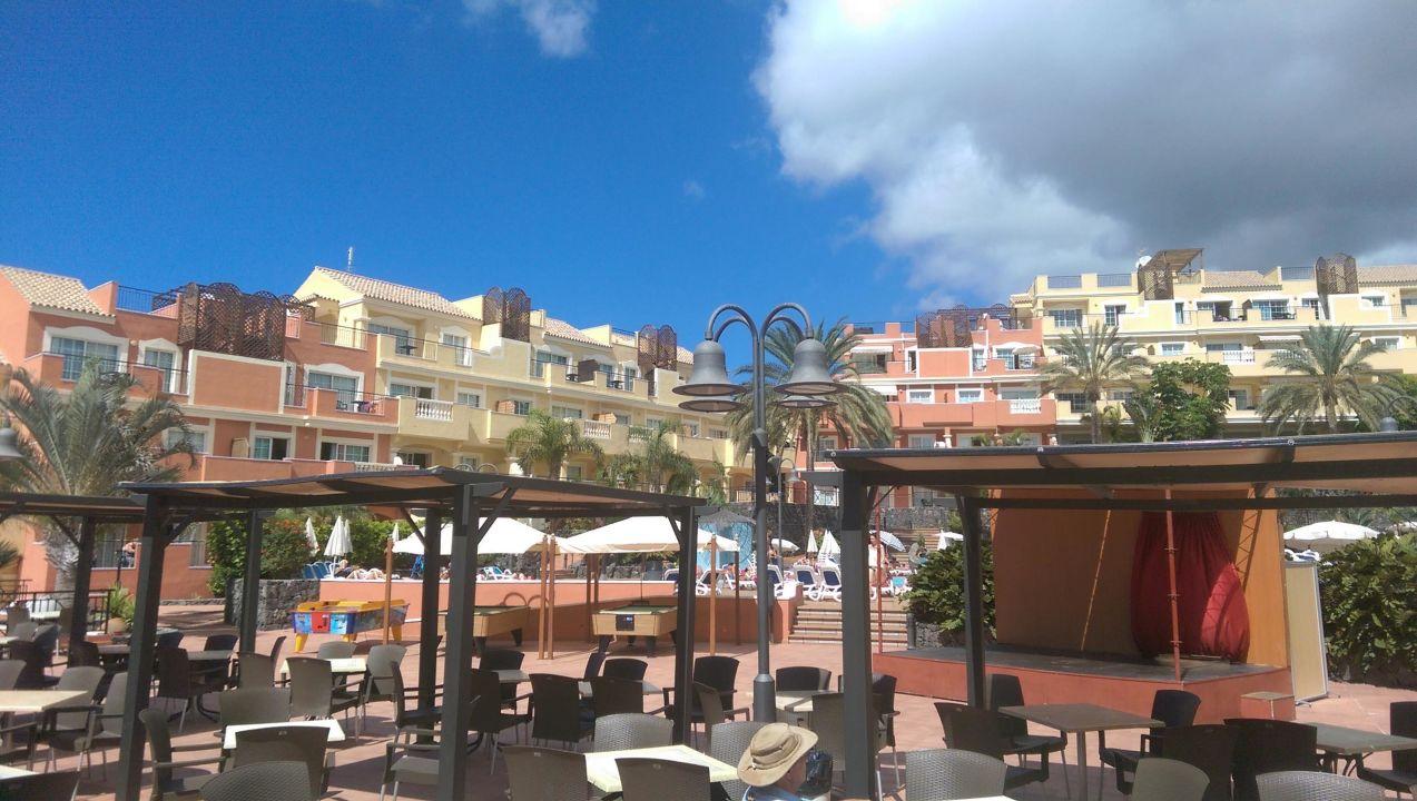 Blick von der Poolbar zum Pool Hotel Granada Park