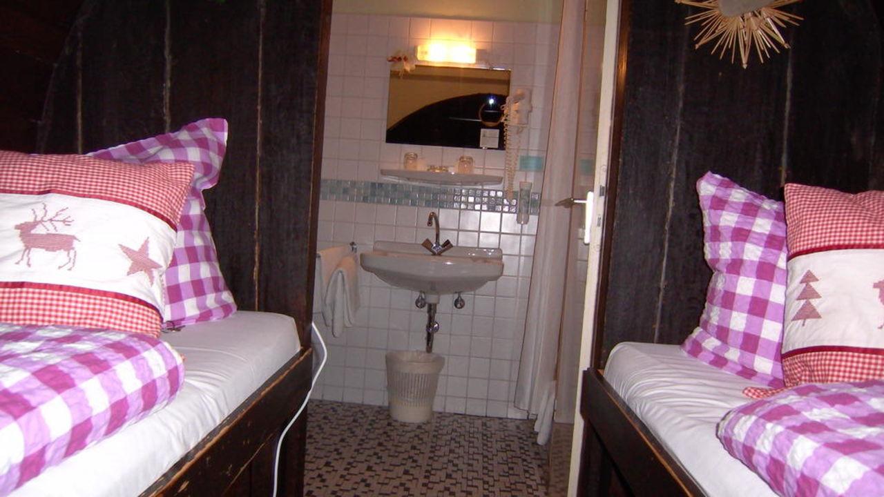 teil zum doppelzimmer hotel lindenwirt r desheim am rhein holidaycheck hessen deutschland. Black Bedroom Furniture Sets. Home Design Ideas