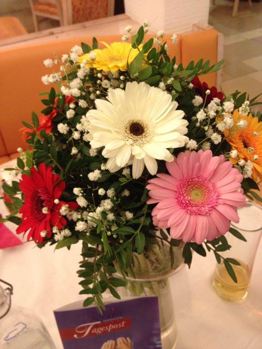 Die Blumen Fur Den Tisch Haben Wir Selbst Besorgt Sporthotel