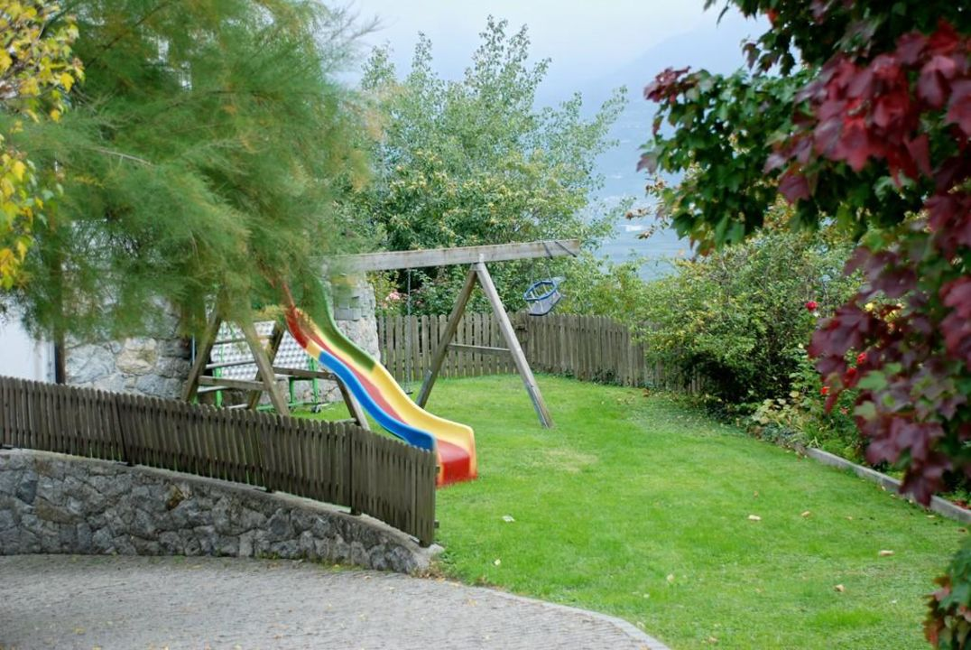 kinderspielplatz im garten hotel residence sonne in scena schenna holidaycheck s dtirol. Black Bedroom Furniture Sets. Home Design Ideas