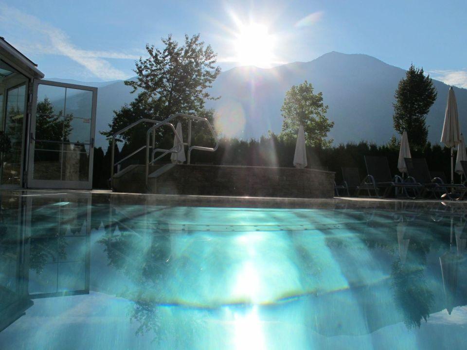 Beheiztes au en schwimmbad sport wellnesshotel held for Schwimmbad aussen