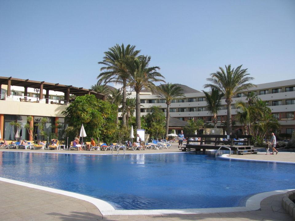 Poolanalge mit Meer im Hintergrund IBEROSTAR Hotel Playa Gaviotas