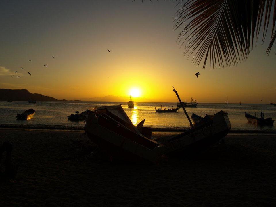 Sonnenuntergang Dunes Hotel & Beach Resort