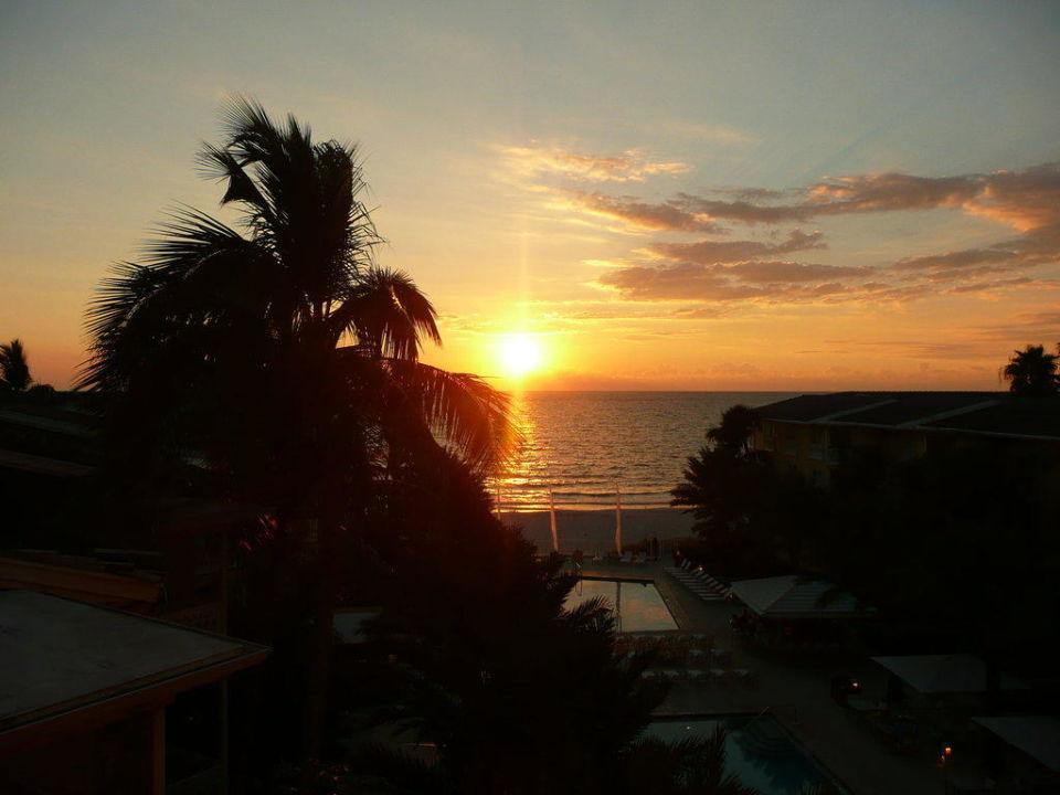 Sonnenuntergang vom Zimmer Balkon Hotel Edgewater Beach