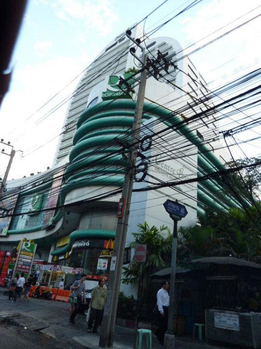 Blick von der Straße vor dem Hotel Hotel Centre Point Silom