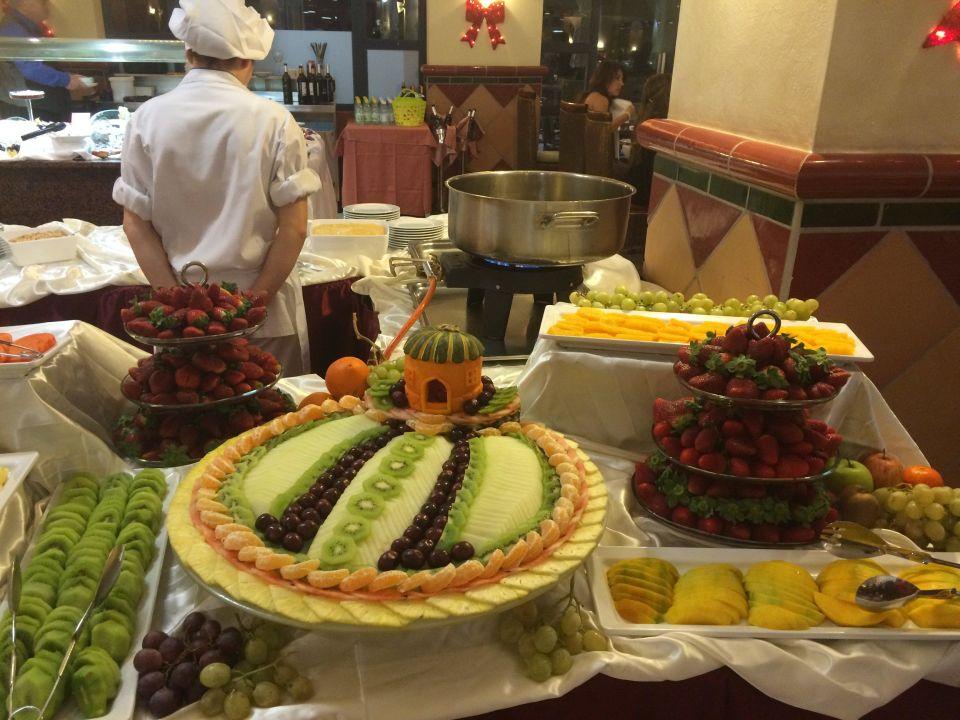 Spanien Weihnachtsessen.Weihnachtsessen Obstkunst In Allen Variationen Hotel H10 Tindaya