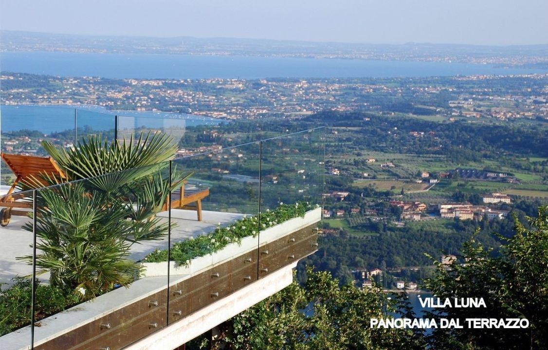 Panorama dalla terrazza di Villa Luna \