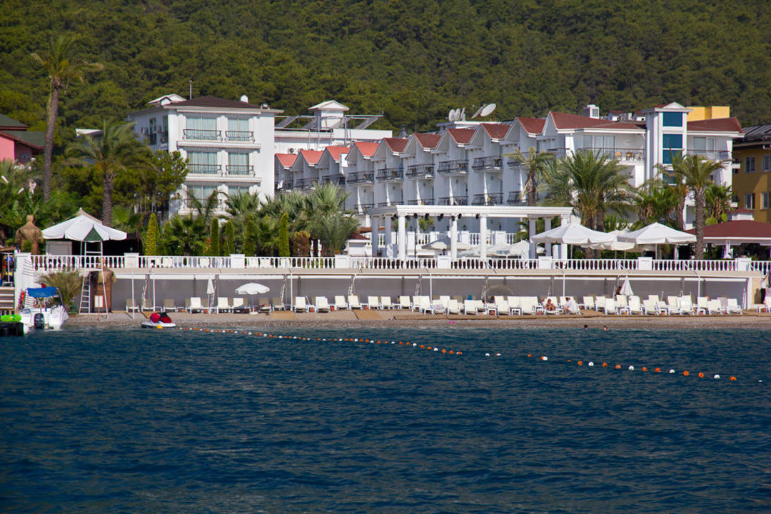 Hotel from the sea Ramada Resort Kemer