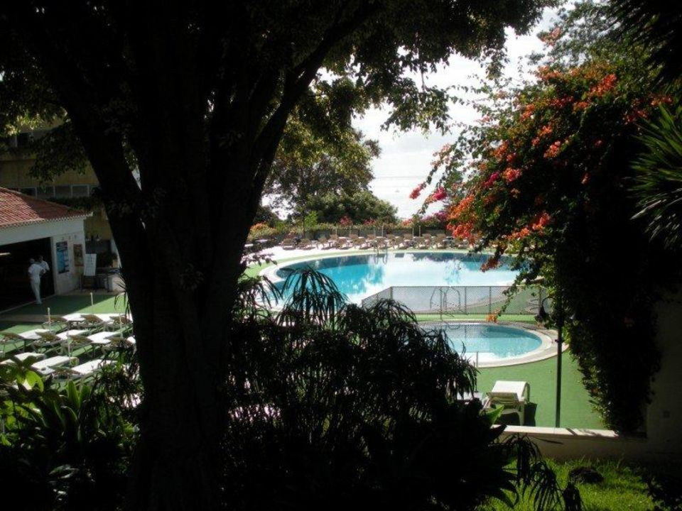 Pool vom Garten aus Hotel Girassol