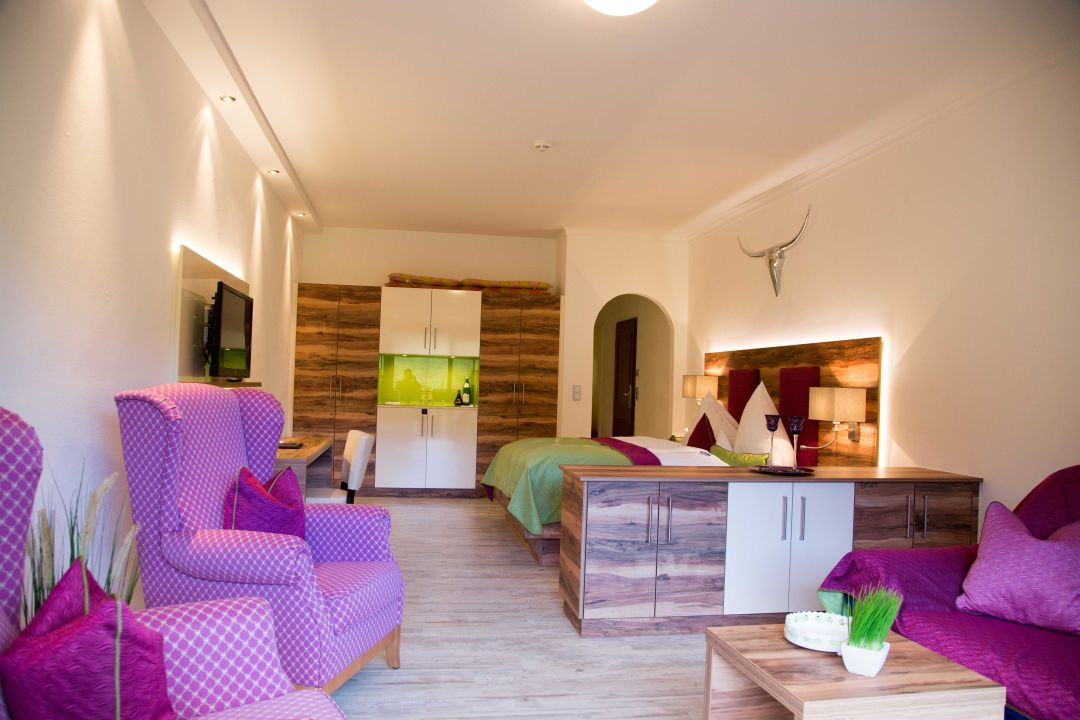 zimmer wellness hotel heselbacher hof baiersbronn. Black Bedroom Furniture Sets. Home Design Ideas
