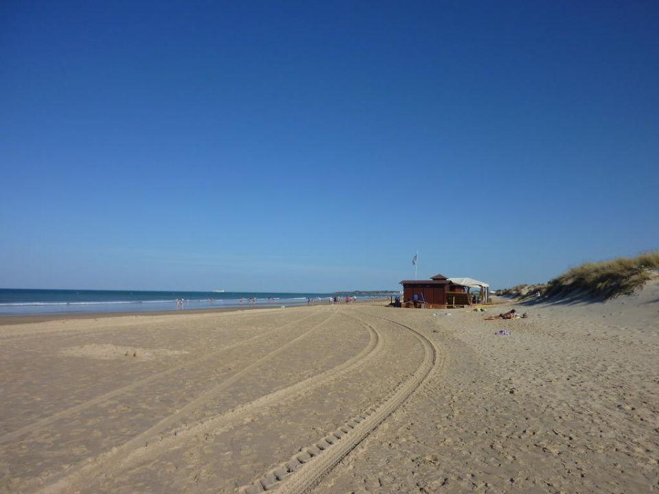 Der Strand und die Strand-Bar IBEROSTAR Andalucia Playa