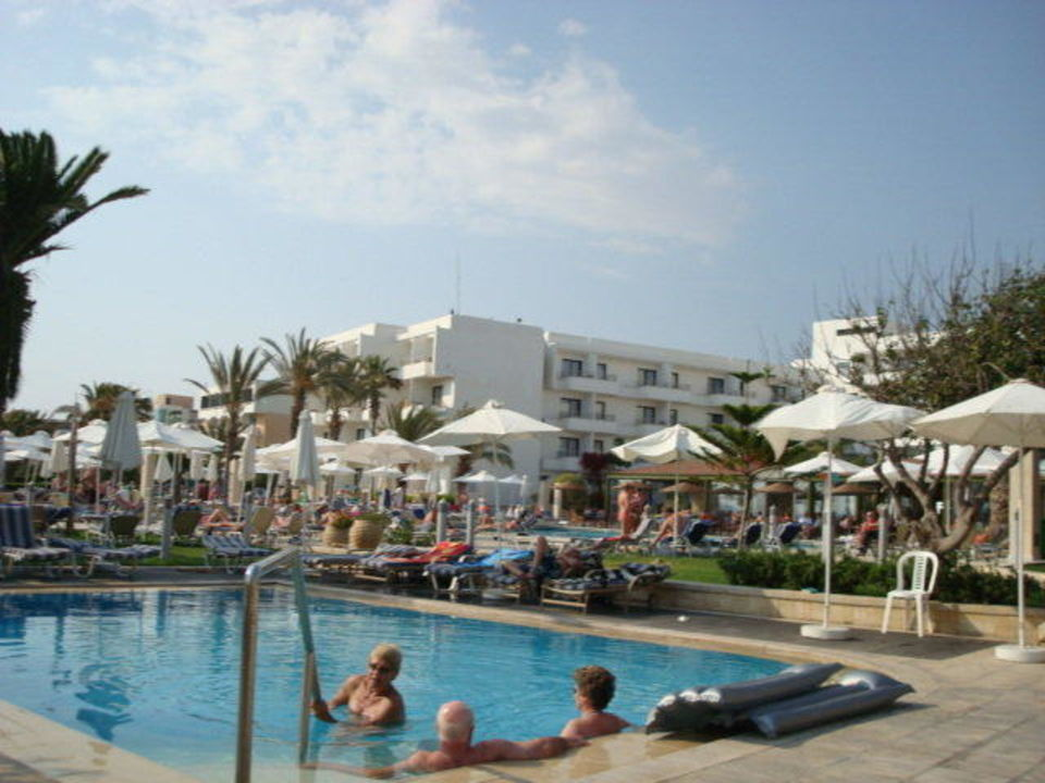 pool nur f r erwachsene louis ledra beach hotel paphos holidaycheck s dzypern zypern. Black Bedroom Furniture Sets. Home Design Ideas