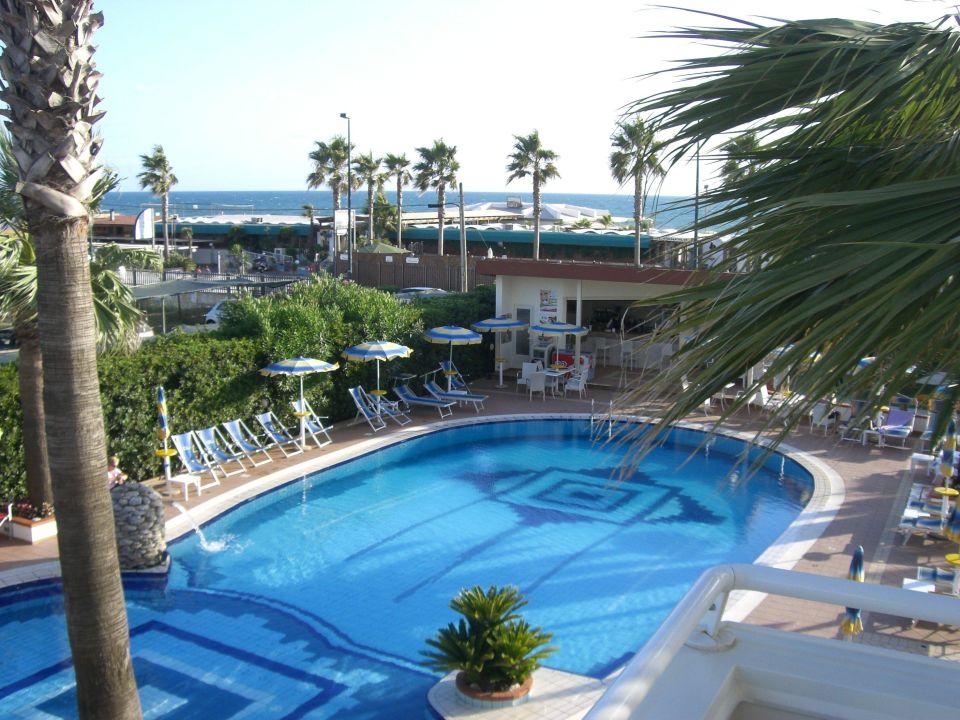Bild tolle aussicht vom hotel strand zu hotel olimpico for Tolle hotels