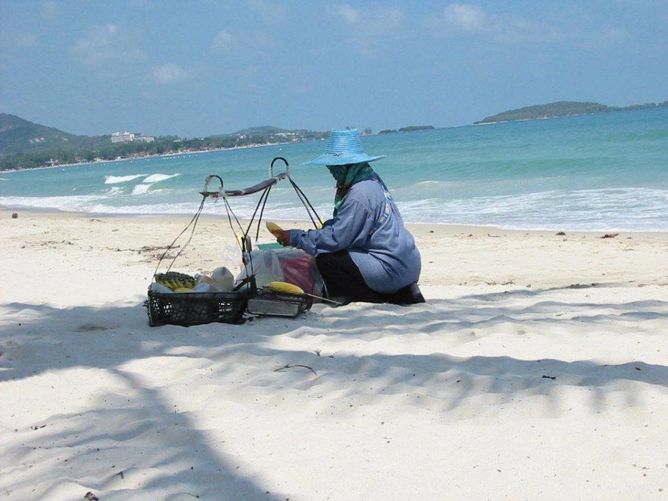 Sie macht leckere gegrillte Maiskolben Samui Paradise Chaweng Beach Resort & Spa