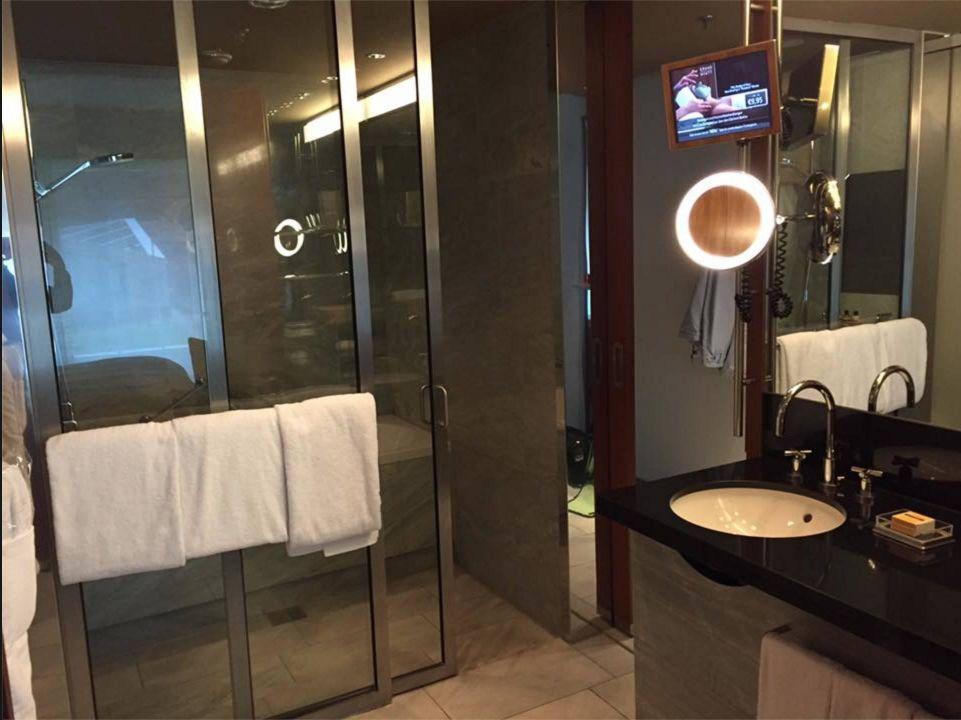 TV im Badezimmer\