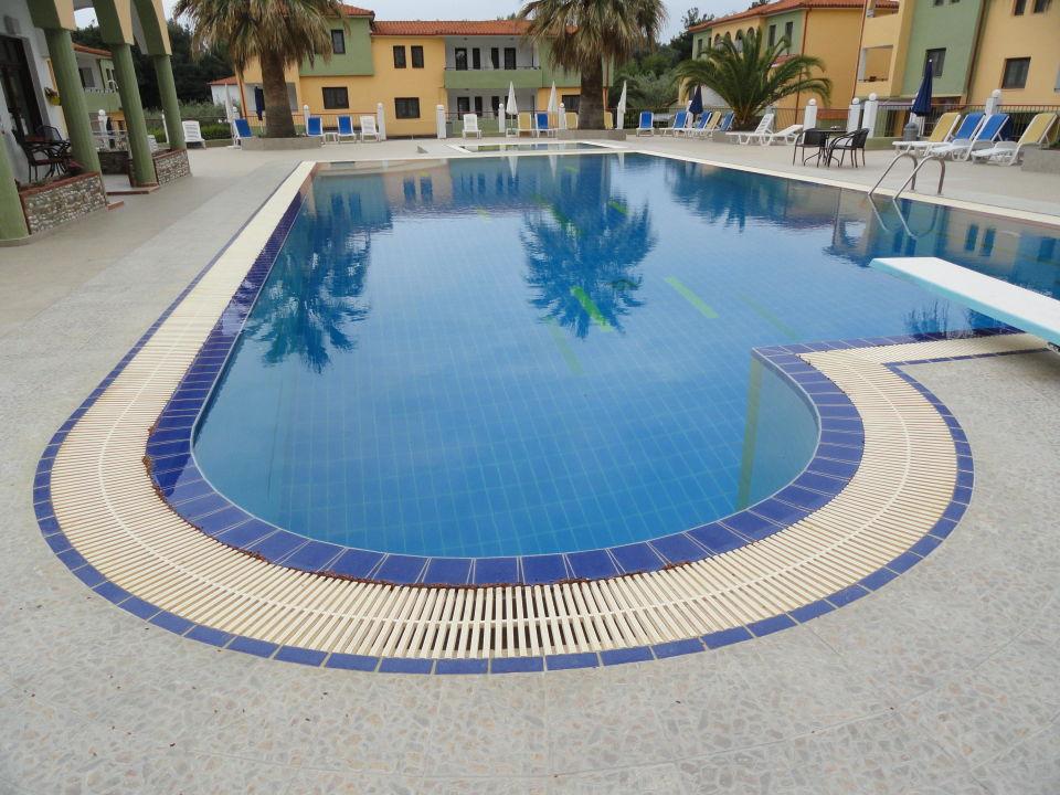pool 0 75 3 m tief mit sprungbrett hotel amari metamorphosis holidaycheck chalkidiki. Black Bedroom Furniture Sets. Home Design Ideas