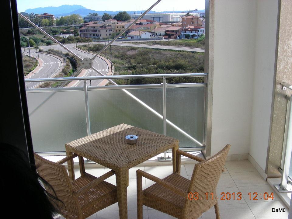 Unser Balkon Mobel Etwas Mitgenommen Hotel Doubletree By Hilton