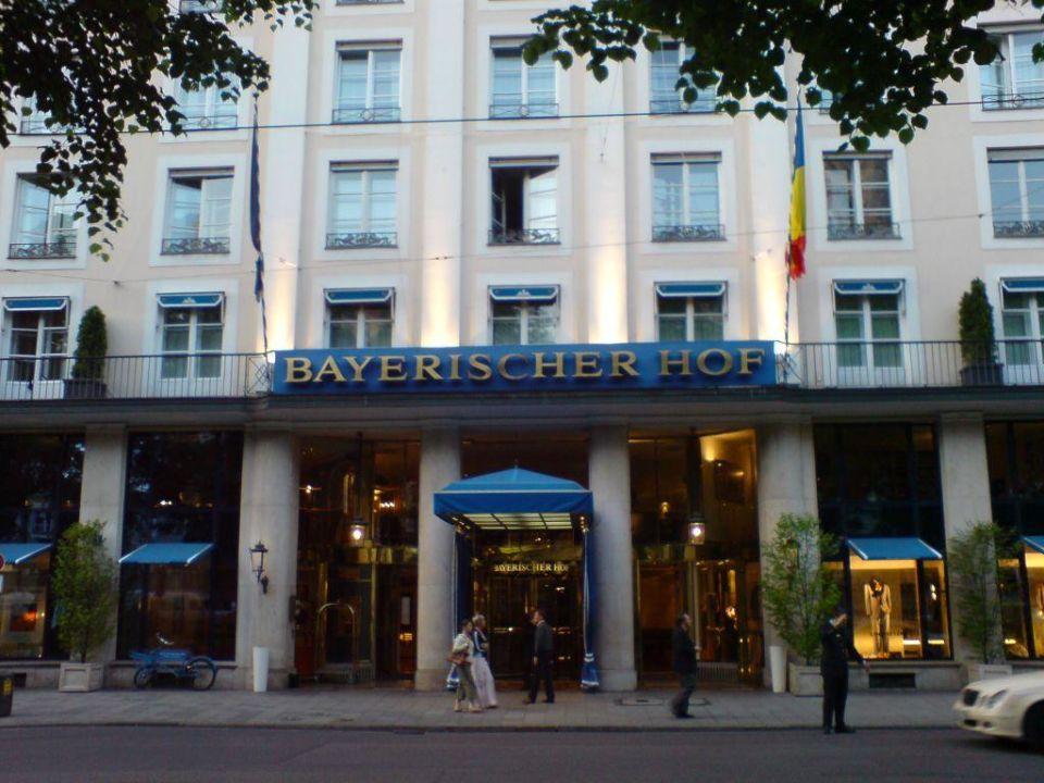 bayerischer hof haupteingang hotel bayerischer hof m nchen holidaycheck bayern deutschland. Black Bedroom Furniture Sets. Home Design Ideas