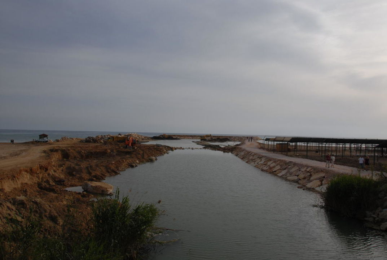 Fluss rechts neben dem Hotel Richtung Strand Sunis Evren Beach Resort Hotel & Spa