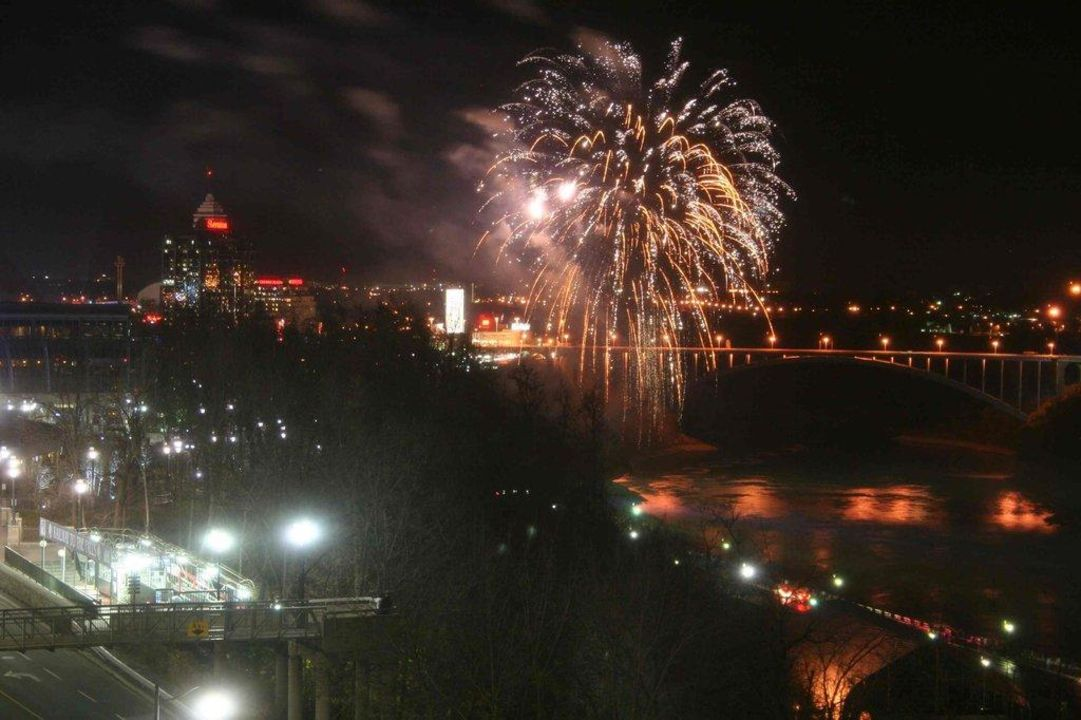 Abendlicher Blick aus dem Fenster Marriott Niagara Falls Fallsview Hotel & Spa