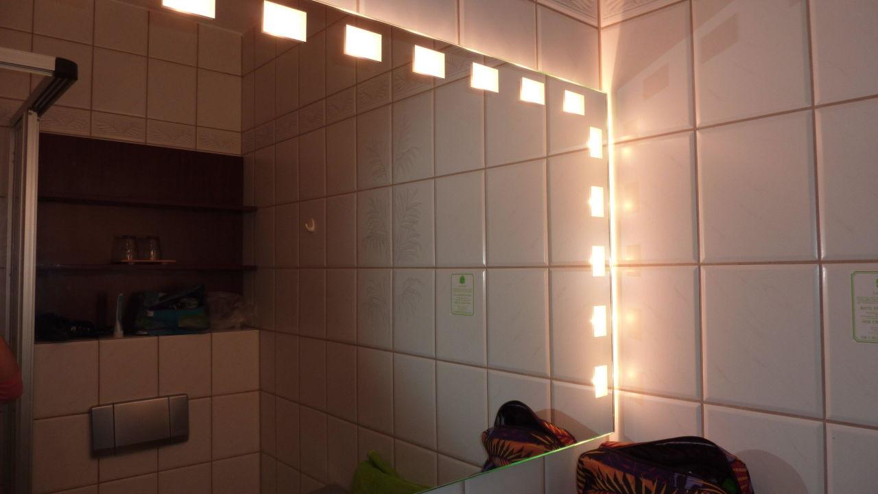Großer Beleuchteter Spiegel Im Bad Cityhotel Bosse