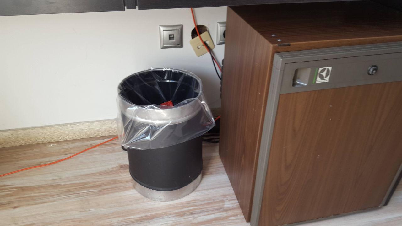 IKEA Tisch mit Einbau-Kühlschrank\