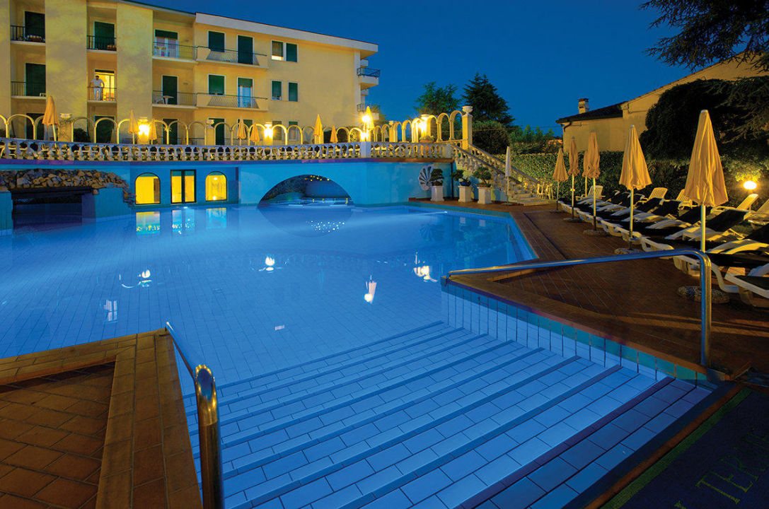 La piscina esterna Hotel Olympia Terme