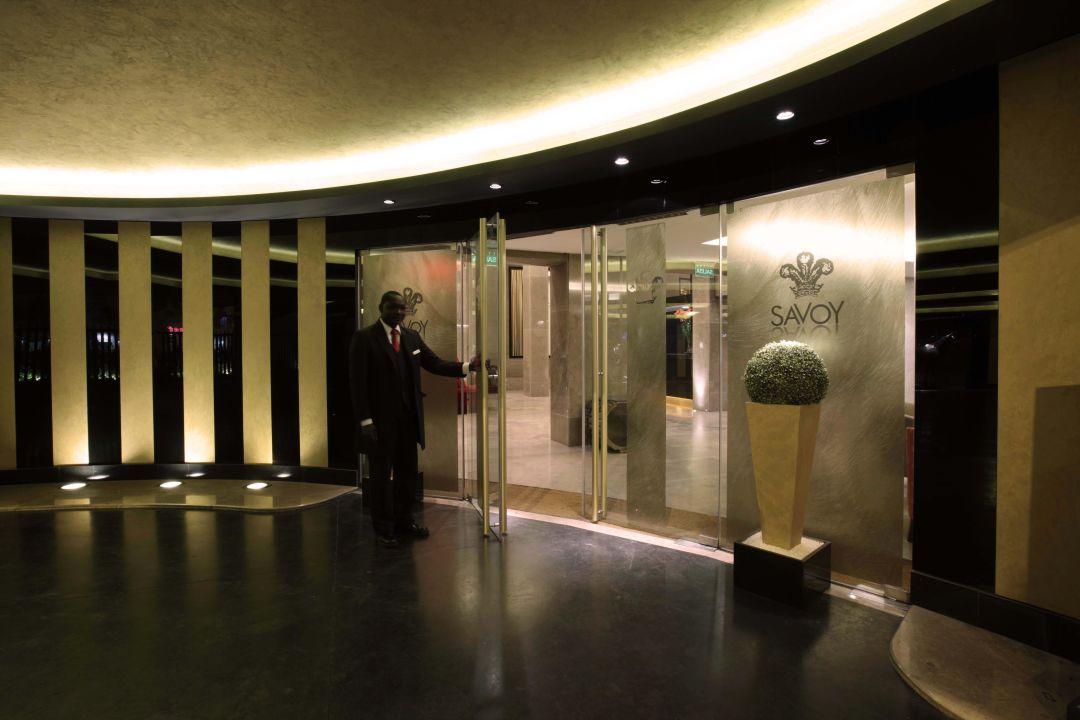 Entrada Principal Hotel Savoy