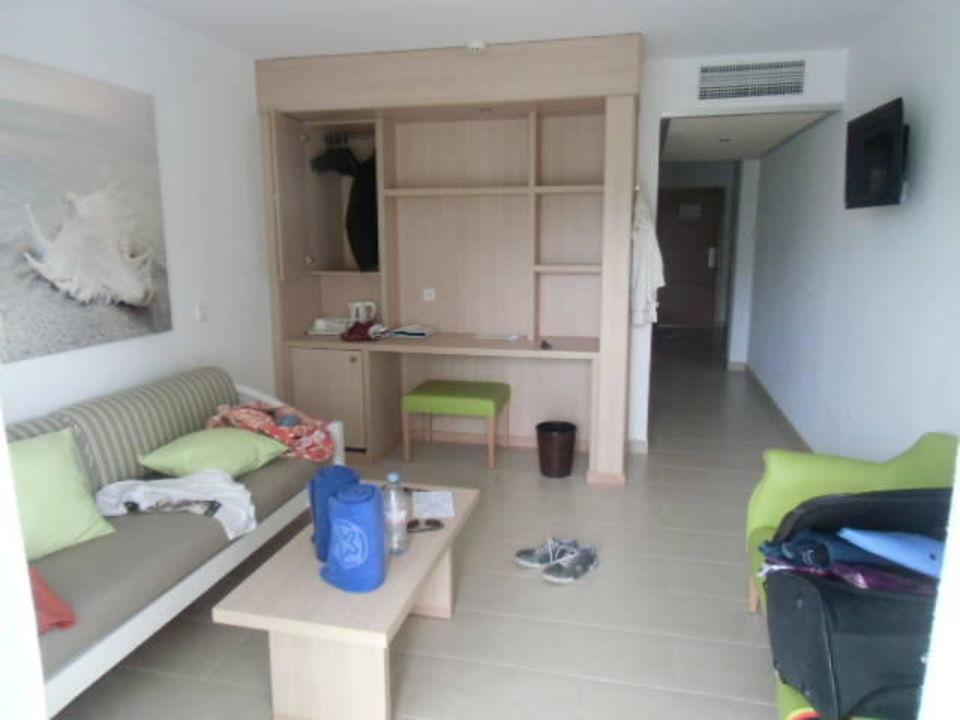 Suite 408 Wohnzimmer Gesamt Allsun Hotel Paguera Park Peguera