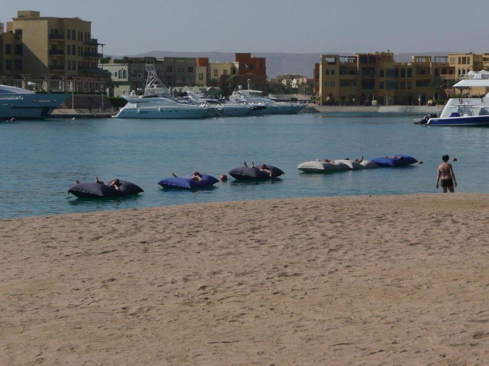 Strandbar mit Luftmatratzen (400 Meter entfernt) Turtle's Inn Hotel