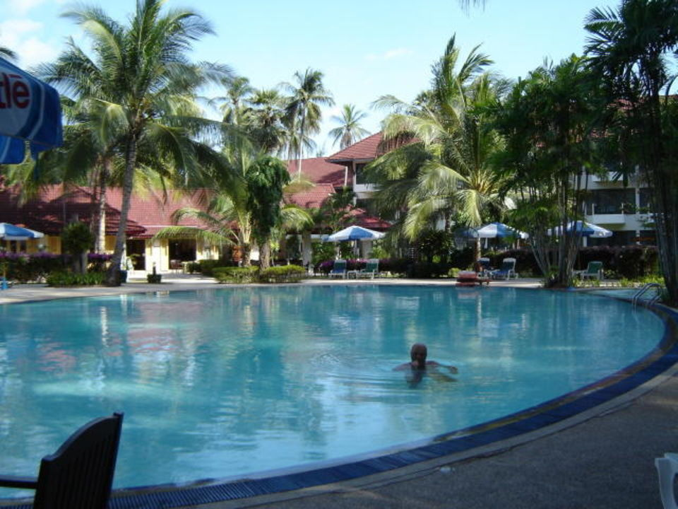 Der garden pool hotel amora beach resort in bang tao bay for Pool garden resort argao