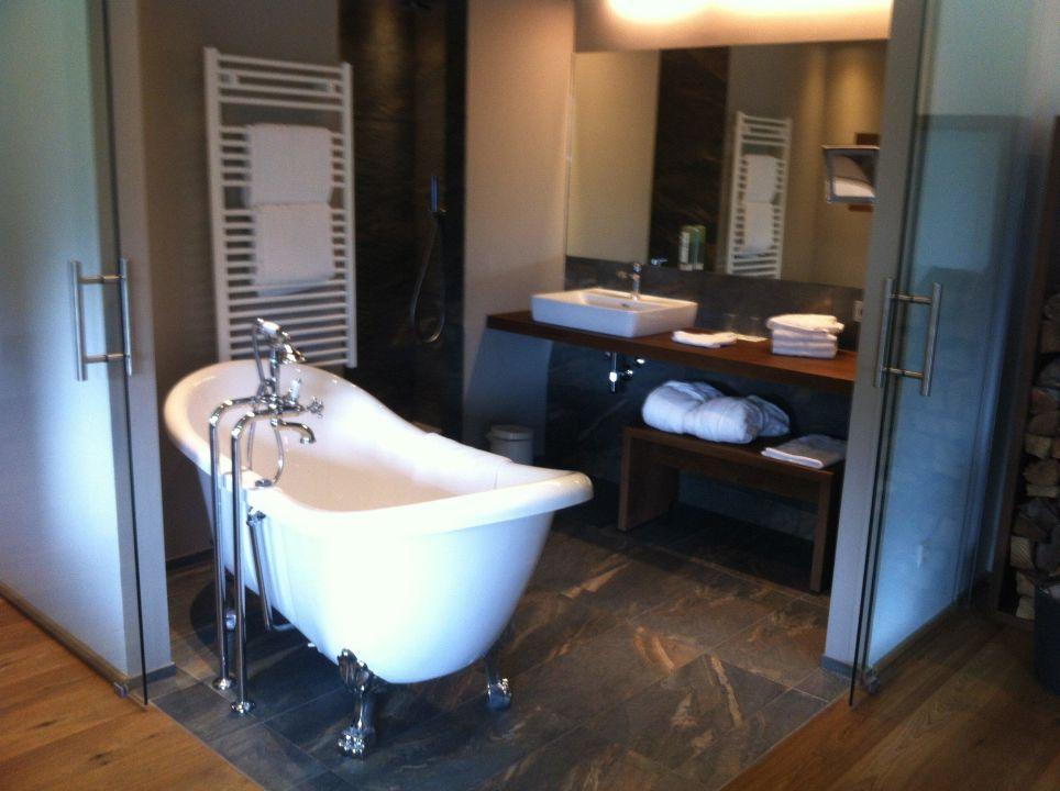 offenes badezimmer mit freistehender badewanne hotel das. Black Bedroom Furniture Sets. Home Design Ideas