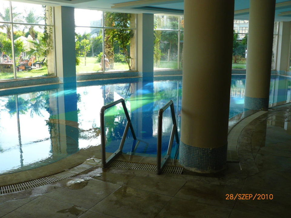 Indoor pool Hotel Sherwood Breezes Resort