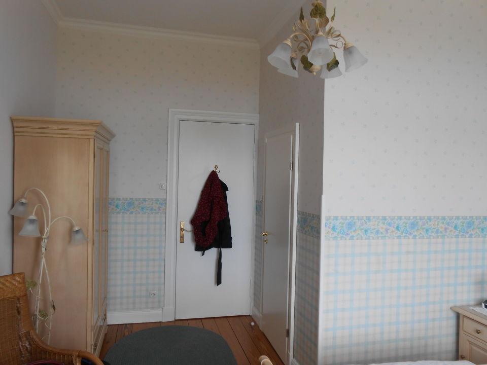 Rechte Tür Badezimmer\