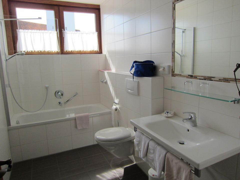 bild neu gestaltetes badezimmer zu hotel gasthof am see in schwangau