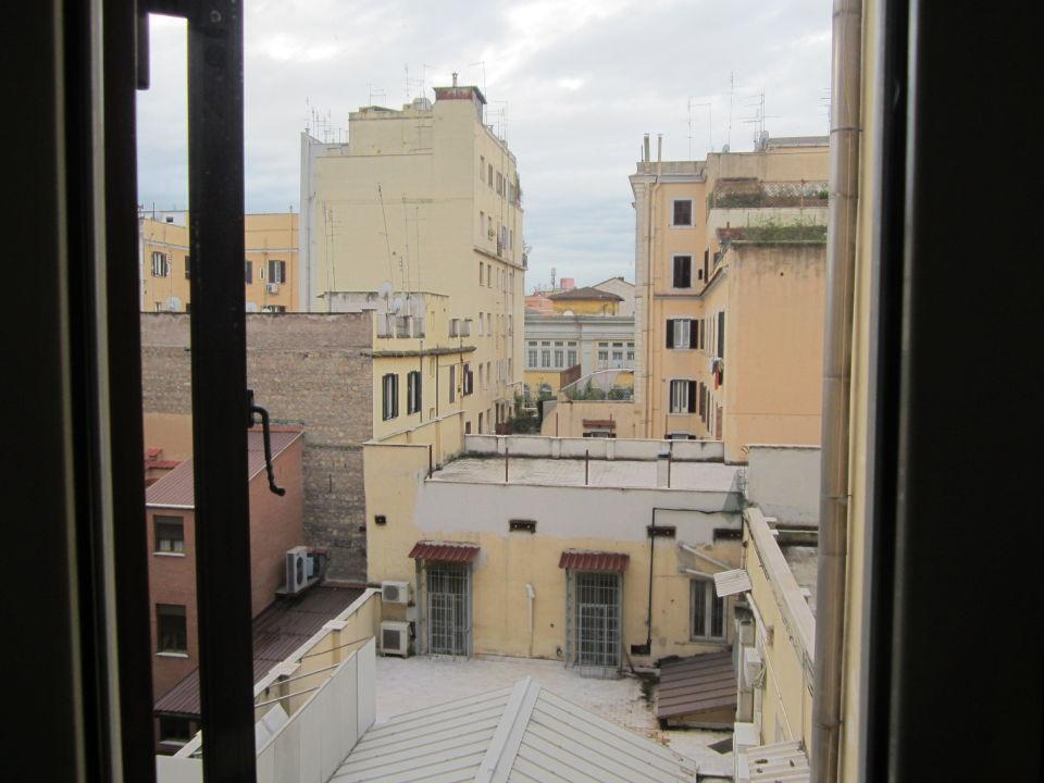 Ausblick zum Innenhof Hotel Taormina