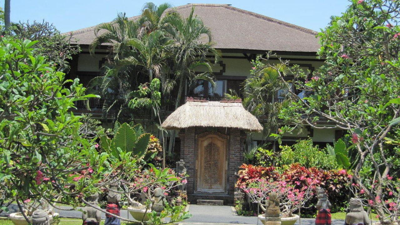 Blick auf unser Zimmer-Gebäude Padma Resort Legian