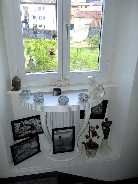 kunst und kaufbare deko im treppenhaus b b villa arte in. Black Bedroom Furniture Sets. Home Design Ideas