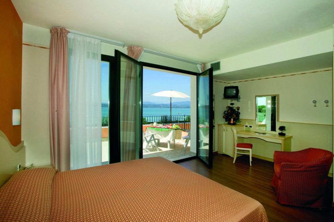 Camera matrimoniale Junior Suite con terrazza e gi\