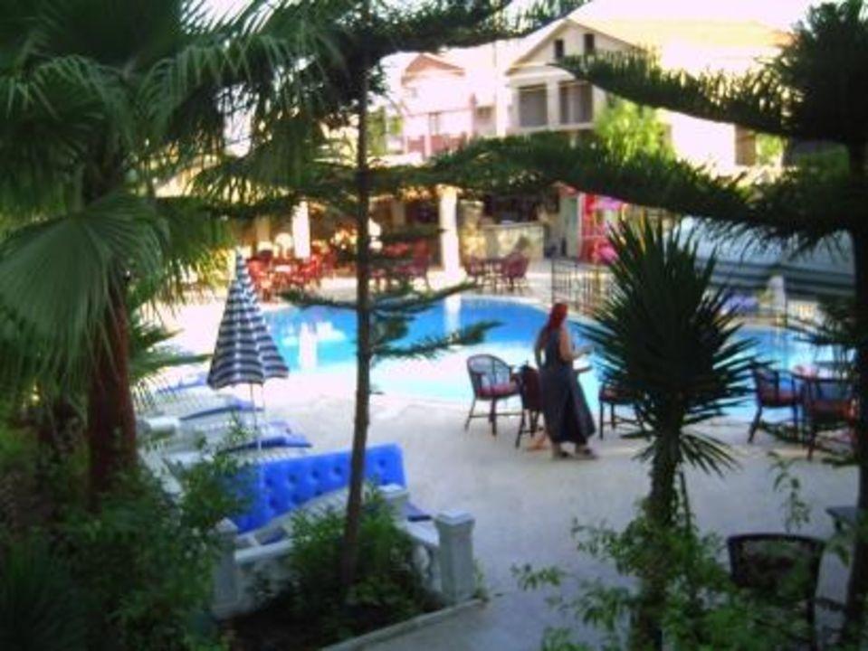 Poolbereich -Sicht aus der Lobby- Semoris Hotel