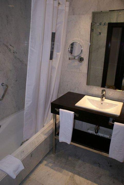 Badewanne mit Dusche Hotel Nuevo Boston