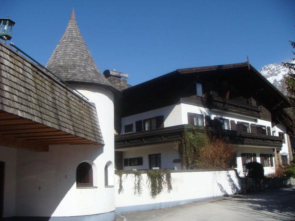 Hotel Vorderansicht Von Der Strasse Aus Landhaus St Georg