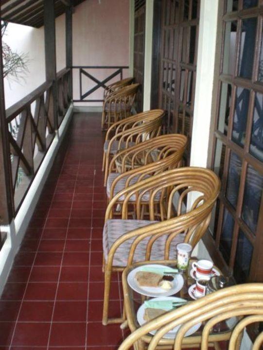 Gemeinschaftsbalkon im 1. Stock Pandu Lakeside Hotel